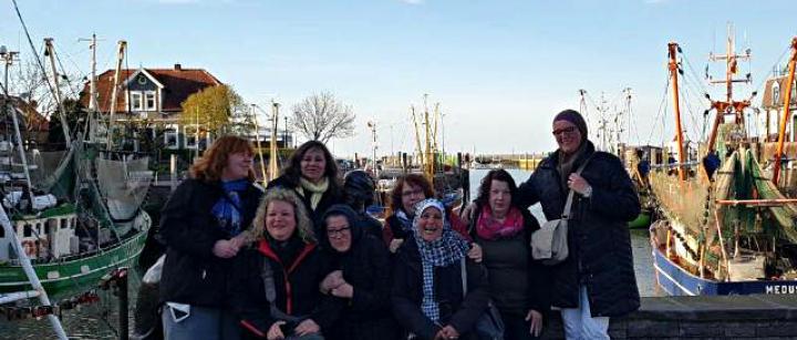 Ein Teil der Frauengruppe Hannover bei einem Ausflug an die Nordsee