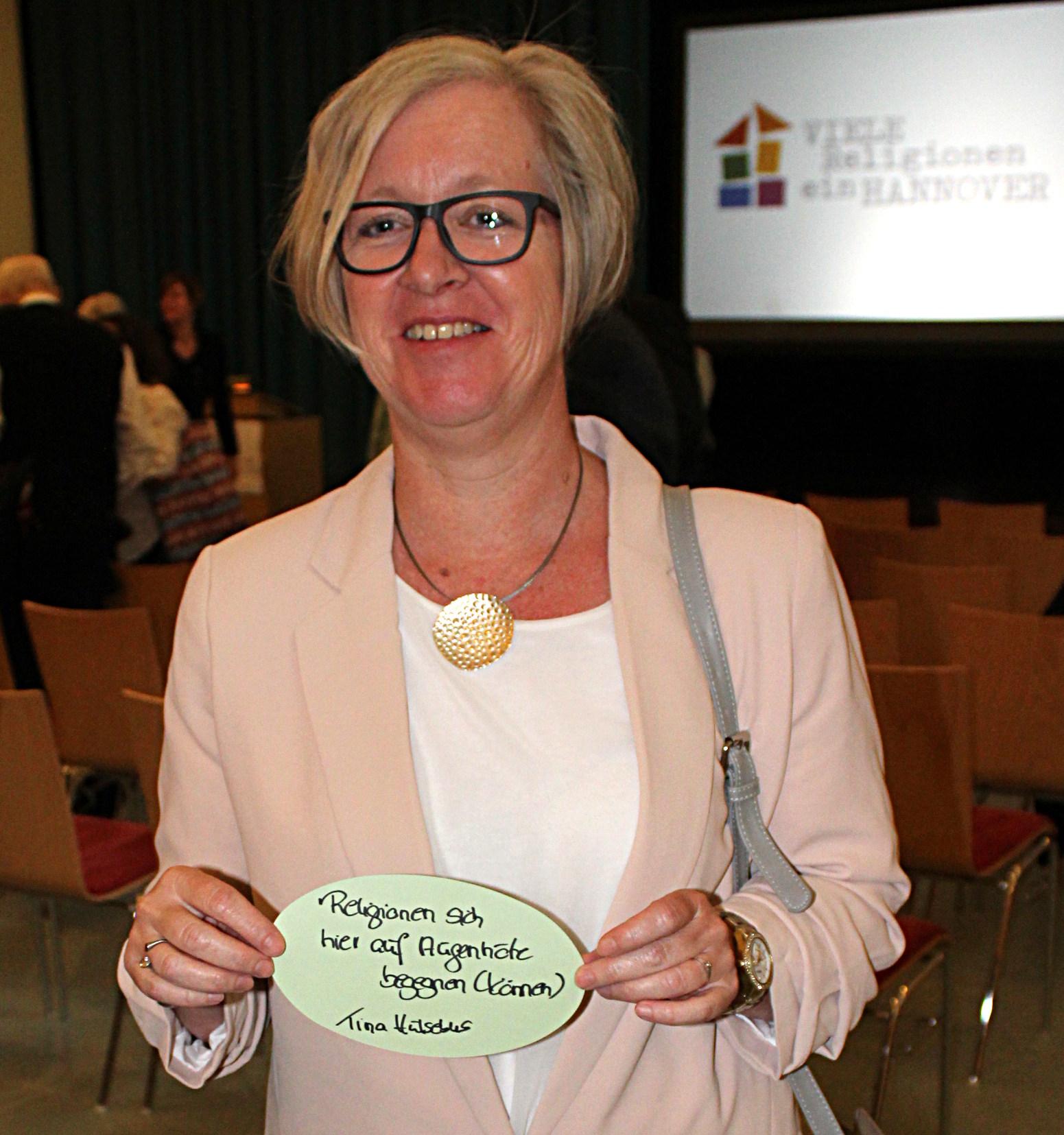 """""""... weil Religionen sich hier auf Augenhöhe begegnen (können)."""" Tina Hülsebus, Berufschulpastorin"""